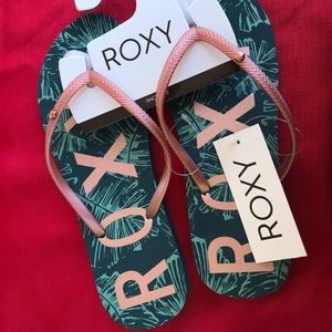 Roxy sandals flip flops very comfortable and light